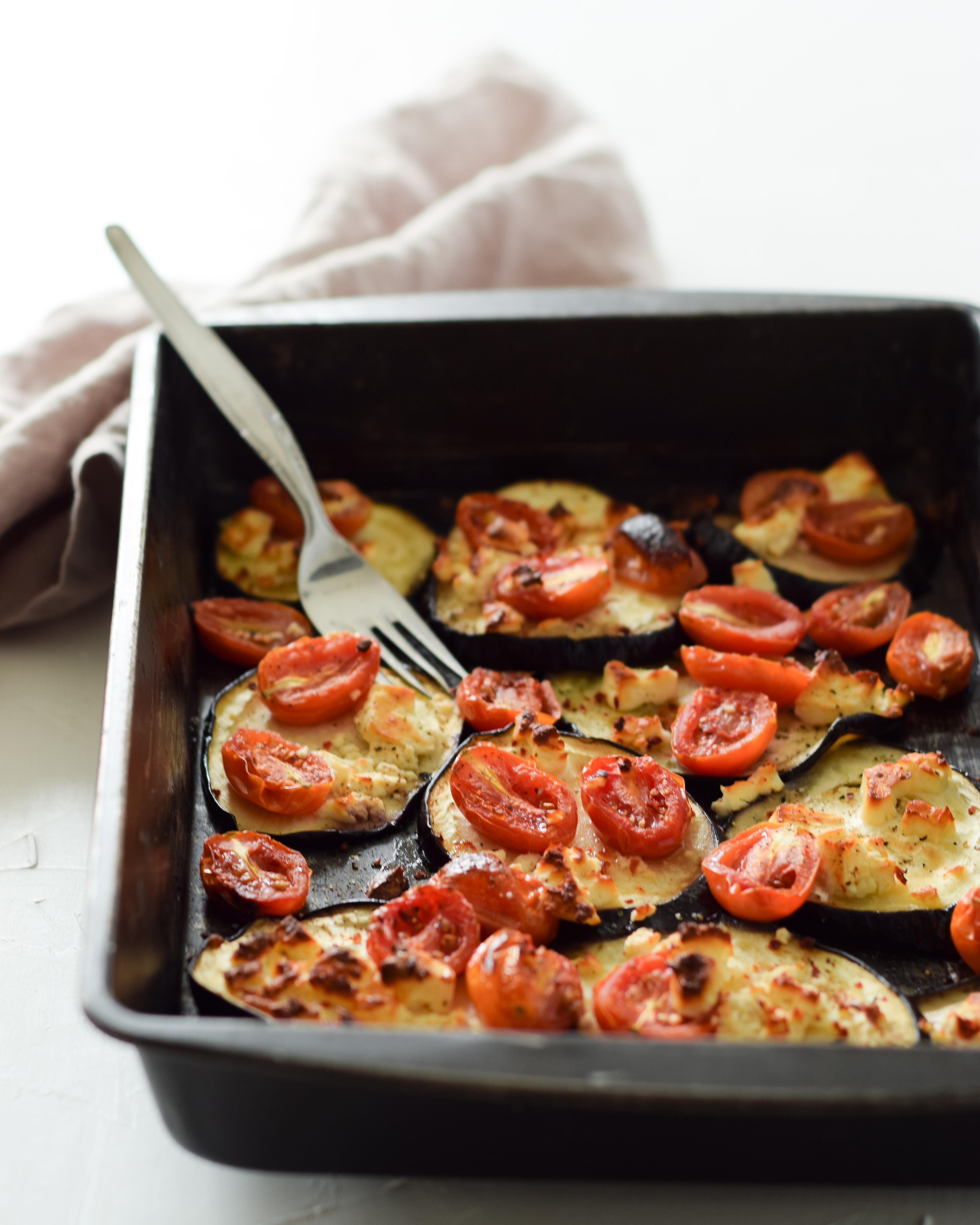 Gebackene Aubergine mit Feta und Tomaten